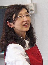 石塚真紀子先生です