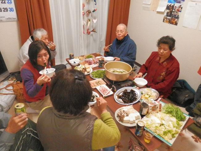 鍋を囲んで、東日本大震災当時のこと、今のくらしなど、いろいろな話がでました