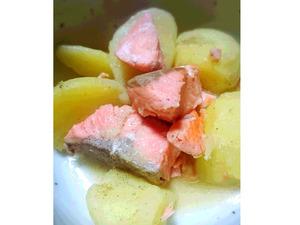 銀鮭とじゃがいもの塩バター焼き