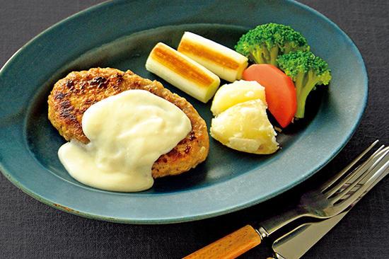 チーズクリームソースの生ハンバーグ