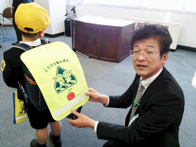 富士吉田市役所 ランドセルカバー贈呈式