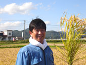 たわわに稔った稲に皆さん終始笑顔です