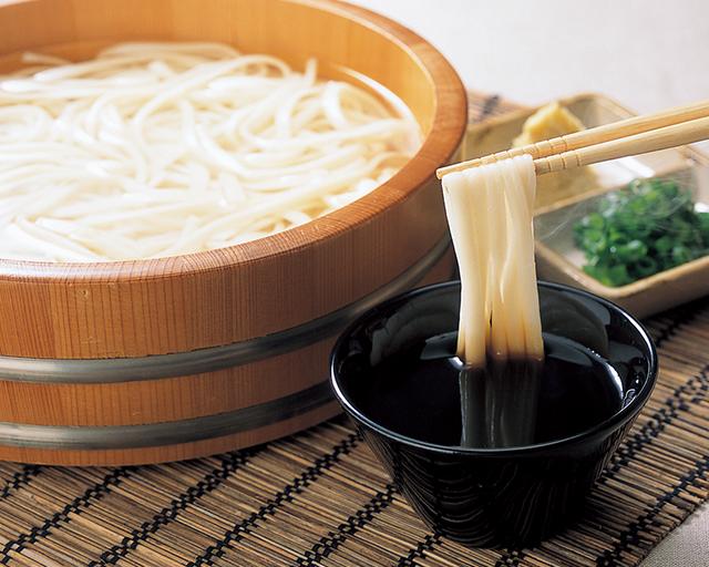 蒸らし5分。待っても食べたいツルツル食感 CO・OP北海道産小麦使用 釜揚げ太うどん 乾麺は面倒かなと思いましたが、その手間も惜しくないほどおいしいです!ツルツルいくらでも食べられちゃいます。(まめうささん)