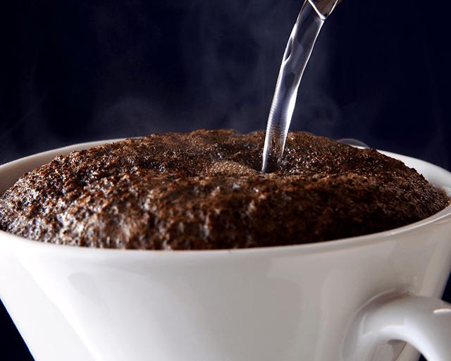 香りにうっとり。届いたその日におうちがカフェに (ユーコープ・サンパウロコーヒー)焙煎したて!鮮度が自慢のスペシャルブレンド(宅配) いつもはコーヒー屋さんで 買うのですが、大当たり。 香りがよくコクがあり後味すっきり、ふんわりとお花の香りが残ります。ストレートで飲みたいです。 (のりのりさん)